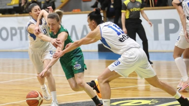 За втори пореден път: Берое вдигна Купата на България