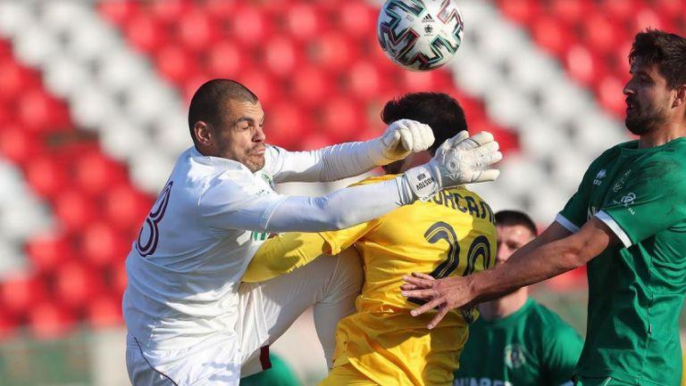 Трябваше ли да има дузпа за Левски срещу Ботев (Враца)
