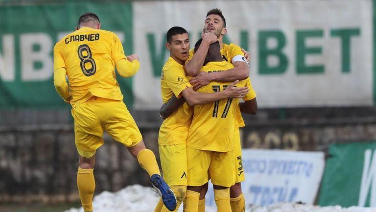3:1 за Левски срещу Ботев (Враца) след гол на Робърта от дузпа