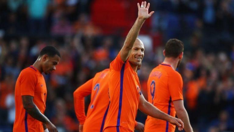"""Холандия размаза Люксембург и задмина """"лъвовете"""" в Група """"А"""" (видео)"""