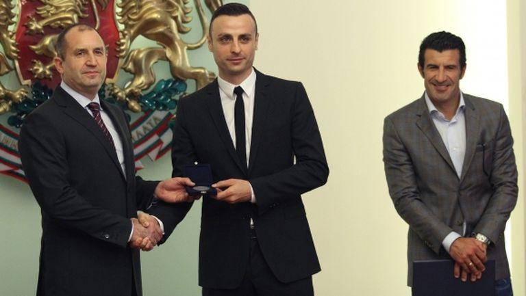 Румен Радев удостои Фиго и Бербатов с Почетен знак на Президента на Република България (видео)