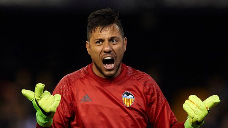 Странно: Валенсия гони Алвеш, ще вземе само 0,5 млн. евро