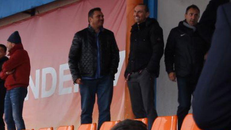 Мартин Петров гледа юношите в Сливен