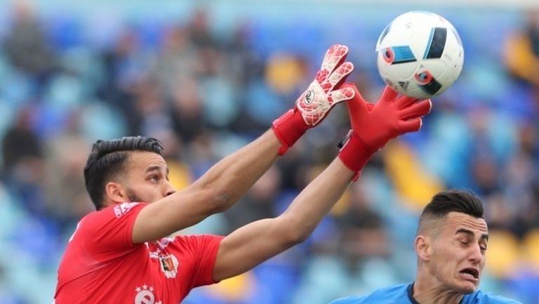 Ел Харуби подписа с шампиона на Мароко