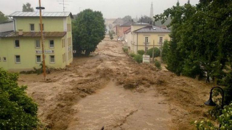 Байерн помага на засегнати от наводненията в Германия