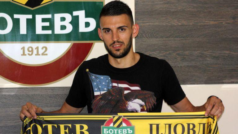 Крум Стоянов се присъедини към Ботев (Пловдив)