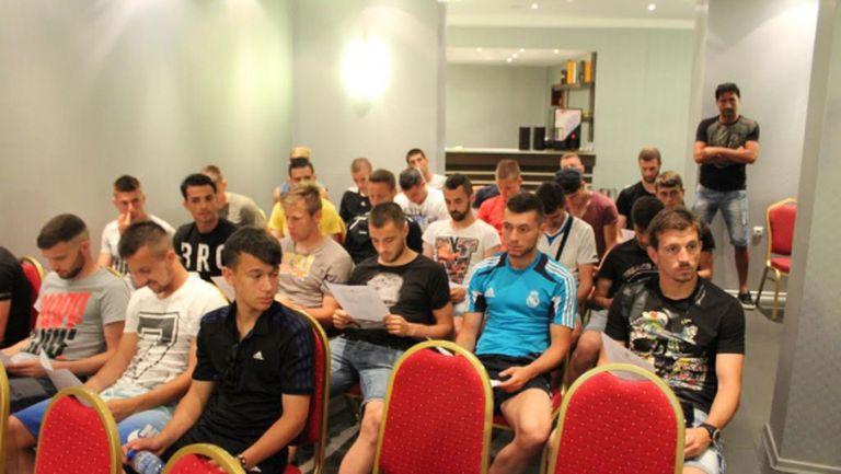 Футболистите на Нефтохимик се запознаха с новите съдийски правила