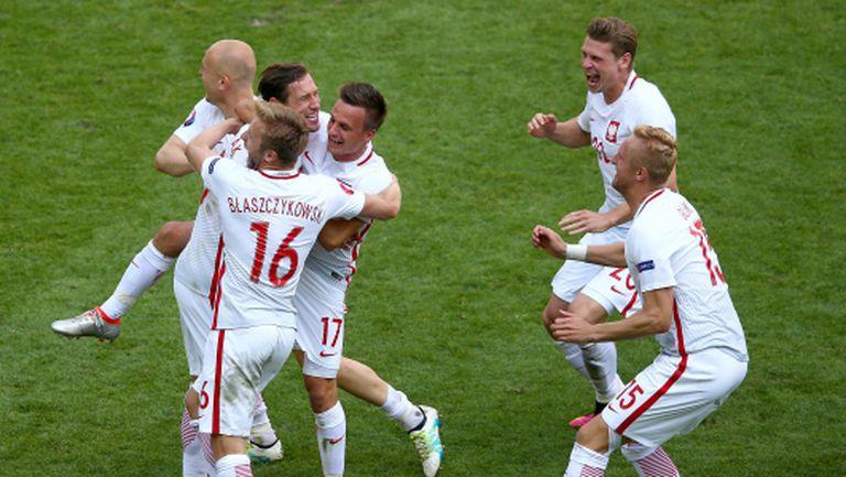 Дузпите изстреляха Полша на четвъртфинал (видео)