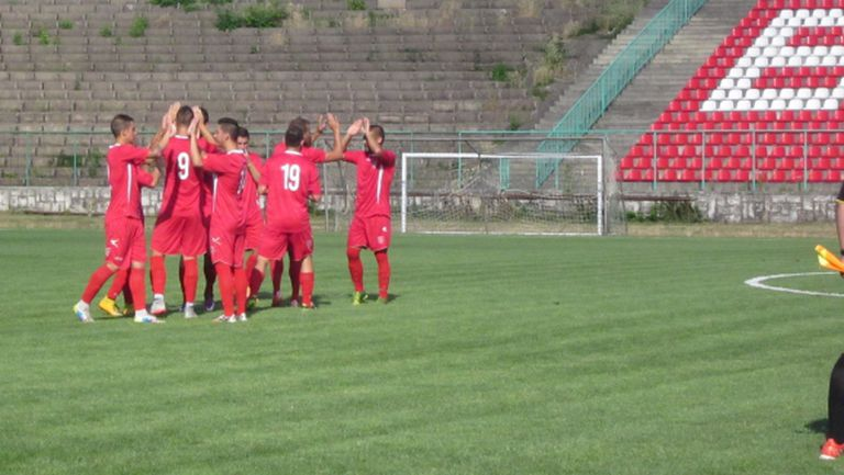 Ботев започна с победа в контролите