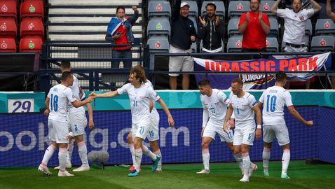 Уникален гол на Шик от центъра направи резултата 2:0 за Чехия