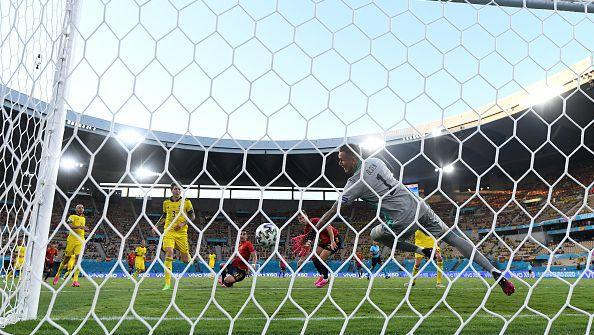Страхотно спасяване на Олсен запази резултата 0:0