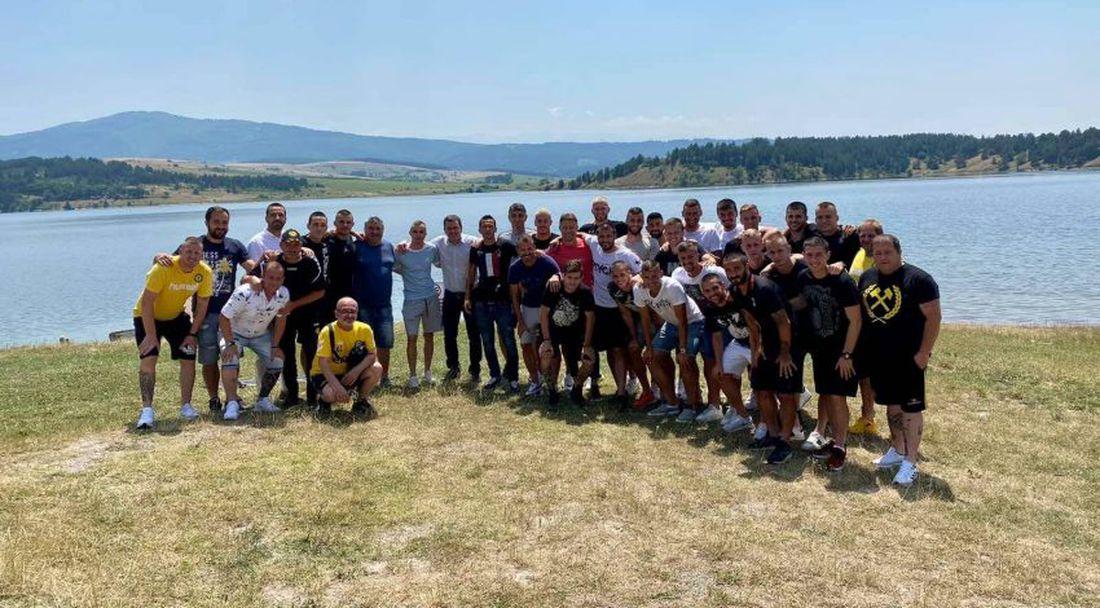 Кметът на Перник на тиймбилдинг с футболистите на Миньор