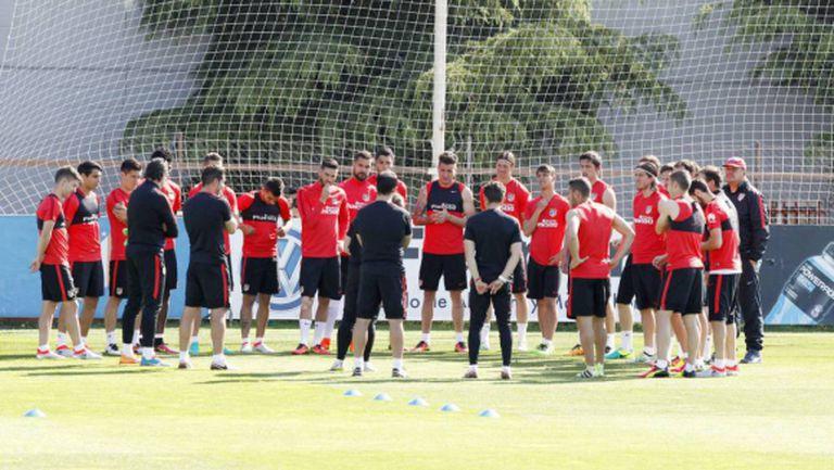 Атлетико започва с 25 футболисти