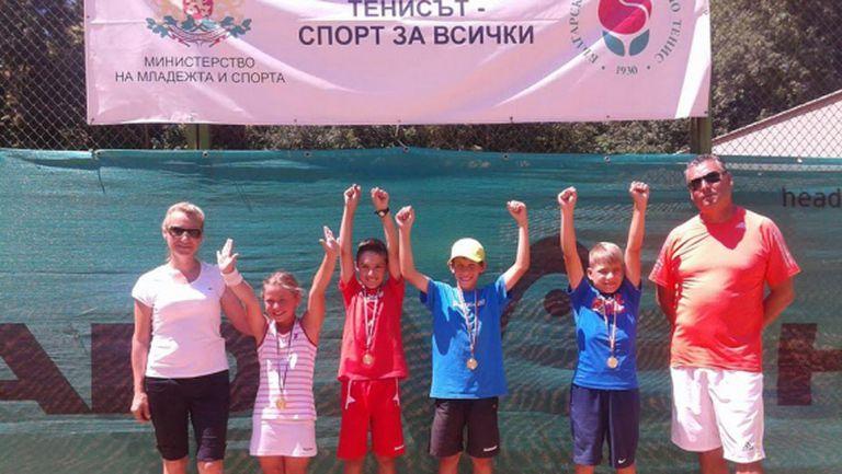 """Тенис талантите на СК """"Тича"""" Варна станаха отборни шампиони"""