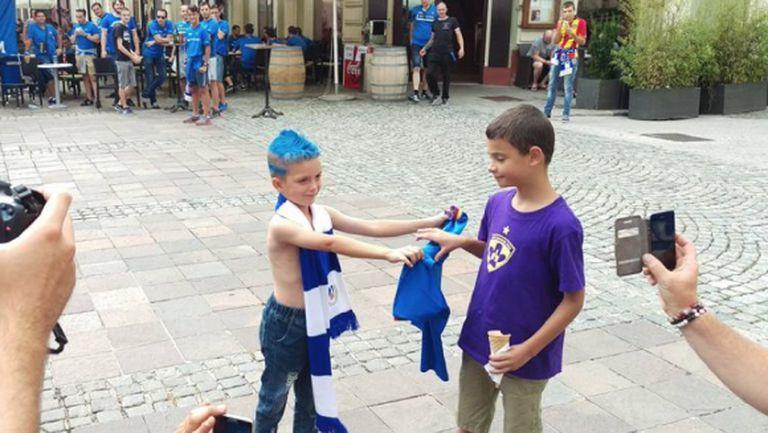 Децата показаха на феновете на Левски и Марибор как трябва да се държат един с друг