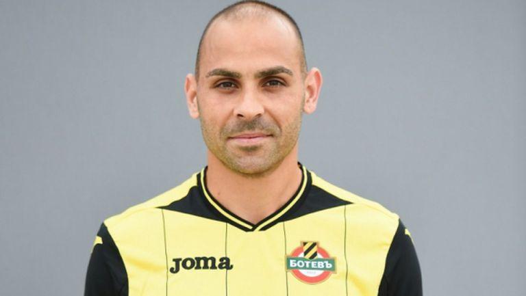 Коце Стоянов официално подписа с Ботев (Пд)