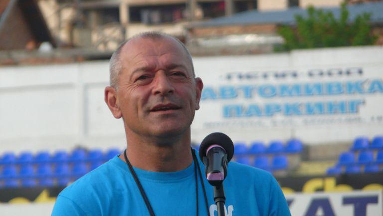 Двама аут от сметките на Кузмановски за Нефтохимик