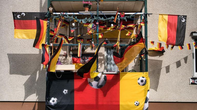 Терасата на футболен фен стана хит в мрежата 😍