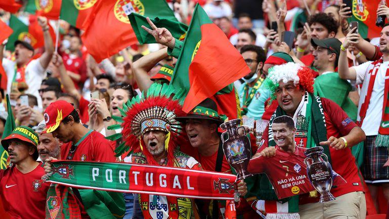 Уникална атмосфера в Унгария! 60 000 зрители върнаха емоциите на стадиона (галерия)
