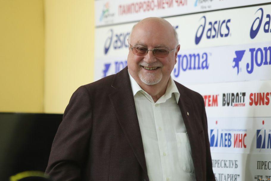 Константин Баждеков и Емил Спасов коментират възможните пътища за излизане от кризата в Левски