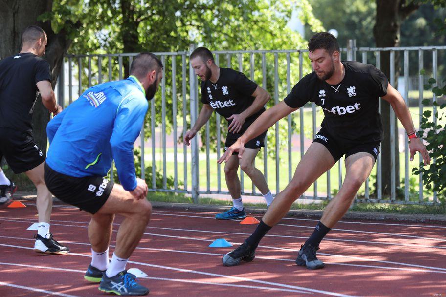 Тренировка на националите по волейбол