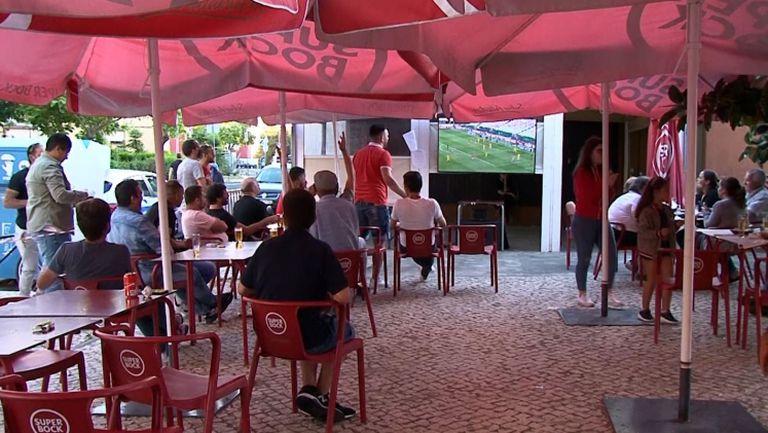 Десетки фенове на Бенфика изразиха своята подкрепа към отбора