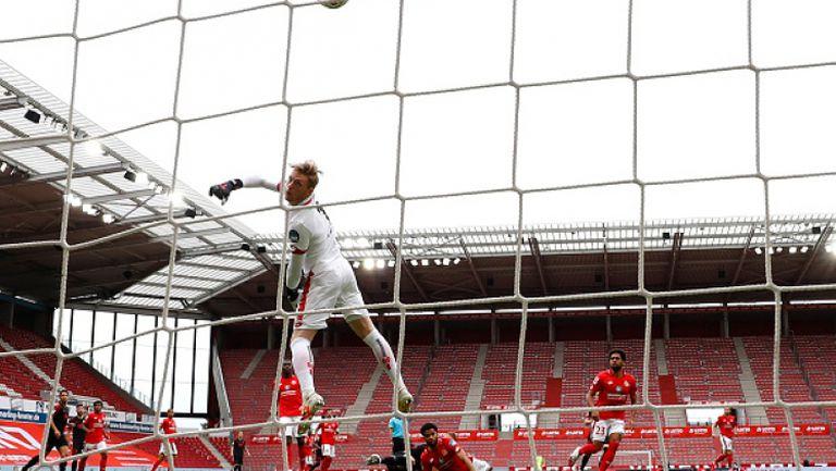 Страхотен гол донесе победа на Аугсбург