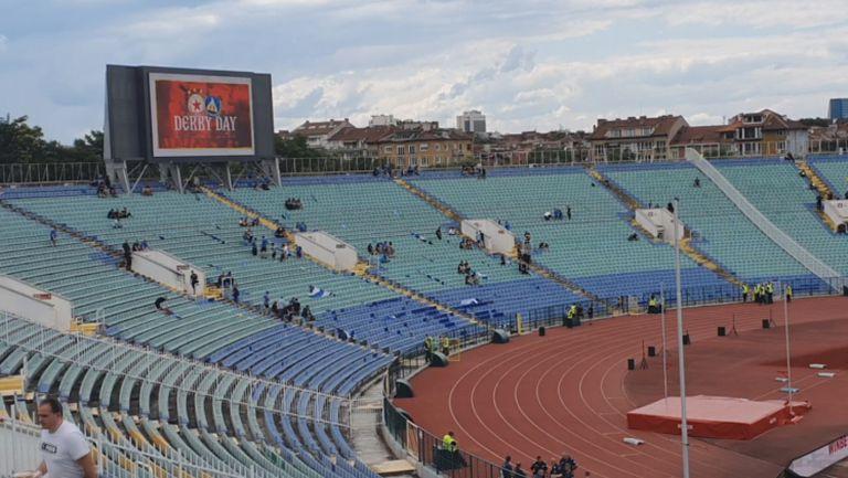 Атмосферата на Васил Левски преди дербито
