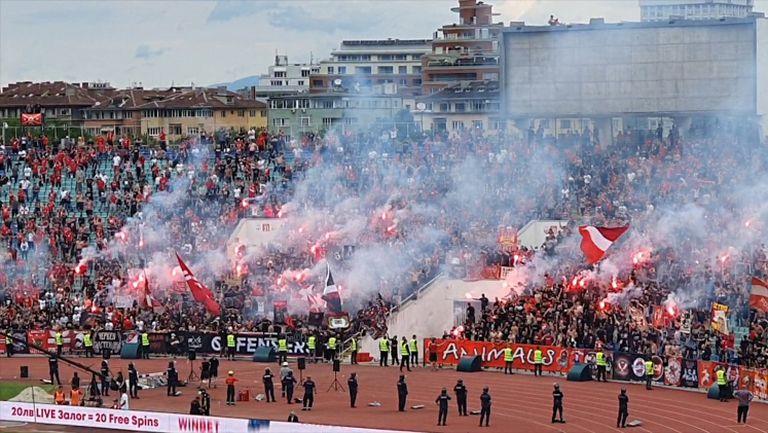 Атмосферата на стадиона след попадението на Славчев