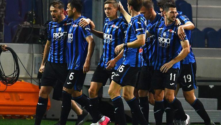 Лацио се отдалечи от титлата след драматичен обрат на Аталанта