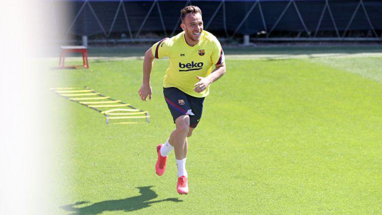 Артур тренира с Барселона, въпреки спекулациите за Ювентус