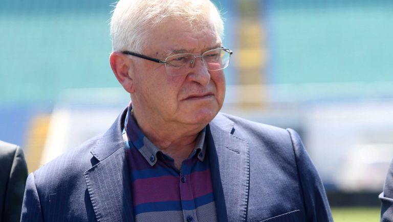 Министър Ананиев: Не предвиждаме затягане на мерките, очакваме намаляване на случаите