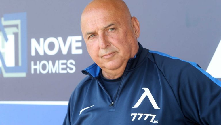 Георги Тодоров: Славчев и Алар получиха контузии, имам само 19 човека с юношите