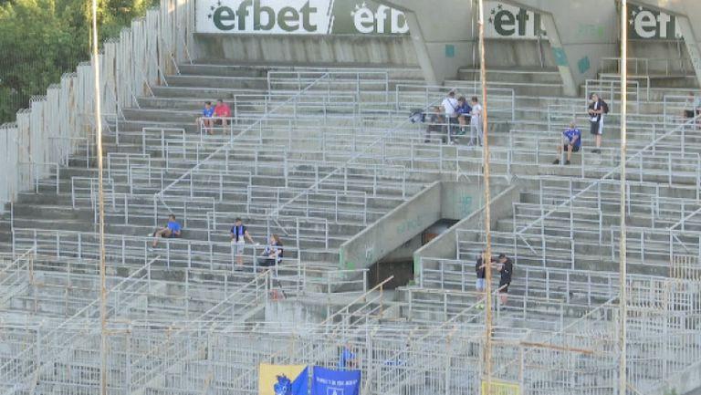 Най-нетърпеливите фенове на Левски вече са заели местата си на трибуните в Стара Загора за мача с Берое