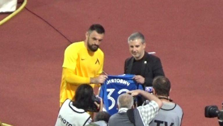 Наградиха Милан Миятович в последния му мач за Левски