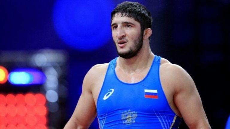 Олимпийски шампион по свободна борба се излекува от COVID-19