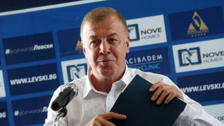 Сираков разкри как ще разпредели акциите на Левски, куфарчета с пари няма да има (видео)