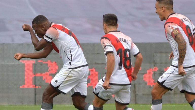 Футболът в Испания се поднови с доиграването на мач, започнал преди 6 месеца (видео)