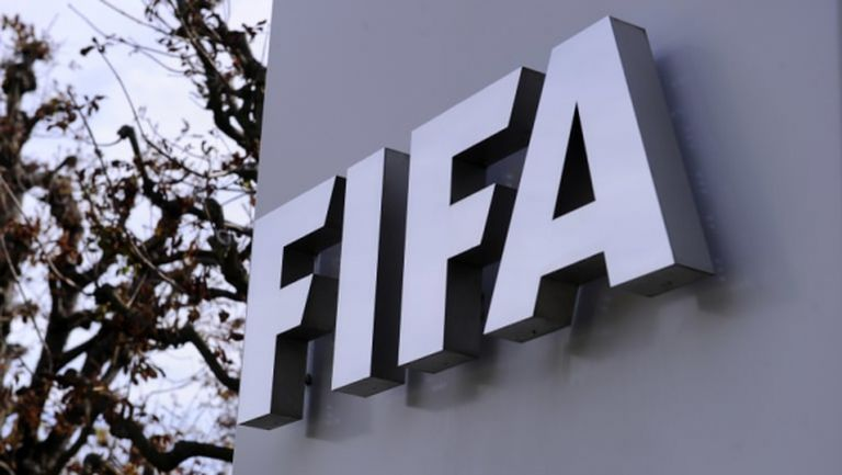ФИФА разреши на футболистите да играят за три клуба през сезона