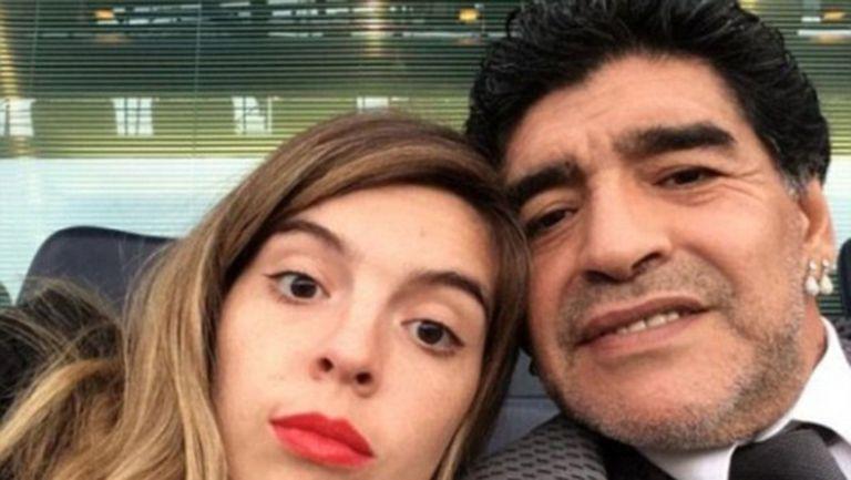 Щерката на Марадона беснее