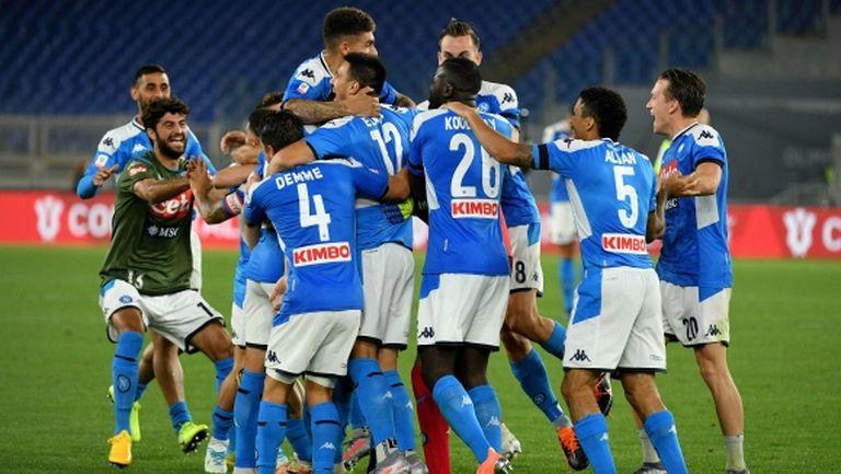 Играчите и феновете на Наполи отпразнуваха победата, неспазвайки правилата за дистанция