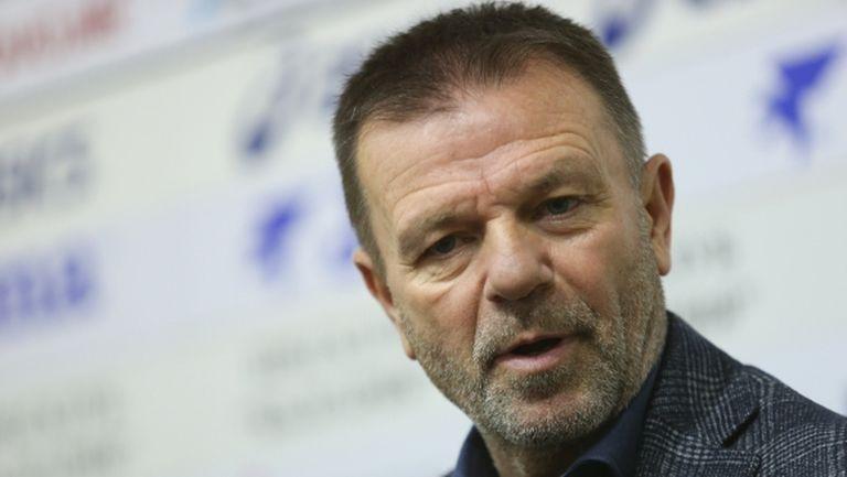 В Казахстан атакуват Стойчо Младенов, ето защо легендата на ЦСКА си тръгнал от Кайсар