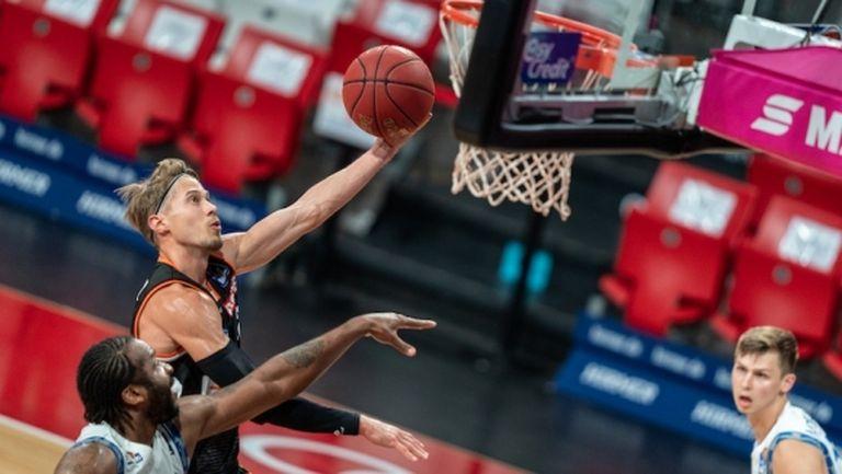 Рациофарм Улм оформи сблъсък с Лудвигсбург на 1/2-финалите