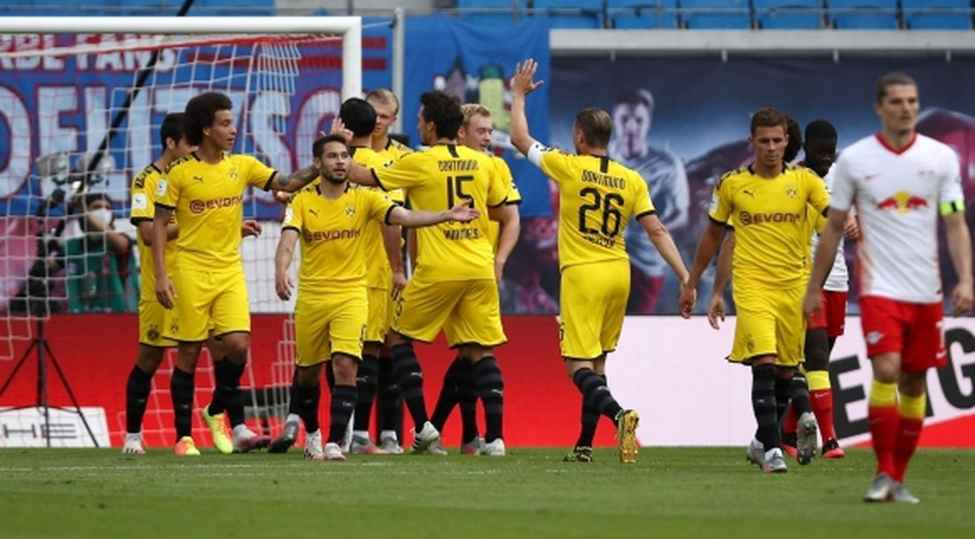 Дортмунд спечели битката за второто място и постави клубен рекорд (видео)