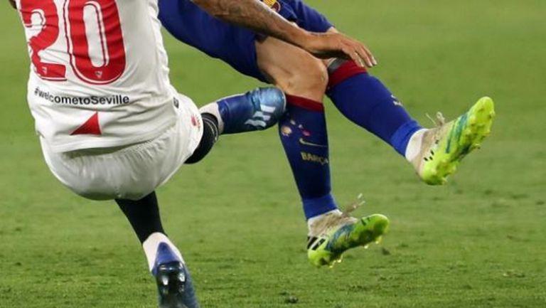 Така изглежда кракът на Меси след грубото влизане на Диего Карлос (снимка)