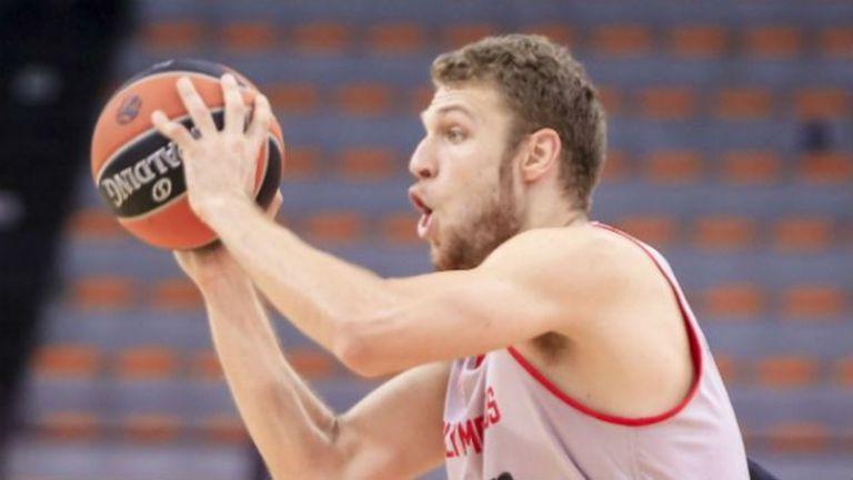 Александър Везенков иска да остане в Олимпиакос