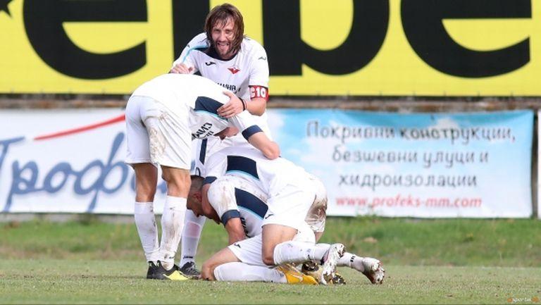 Още два отбора от Югозападна Трета лига ще играят в професионалния футбол