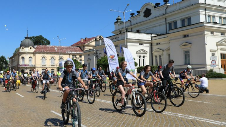 Над 1500 на велошествие и крос за по-чист въздух в София