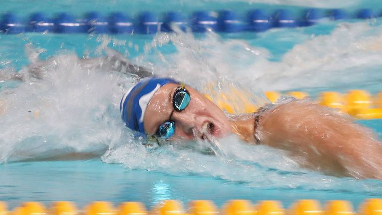 Временно спряха правата на двама руски плувци