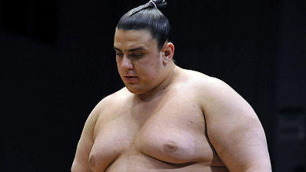 Аоияма допусна седма загуба на Големия есенен турнир по сумо в Токио